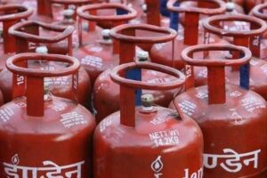 Should we keep the LPG gas cylinder in the kitchen?